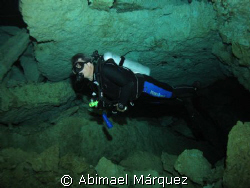 Evelio in the &quot;Cenote Chikin Ha&quot; by Abimael M&#225;rquez 